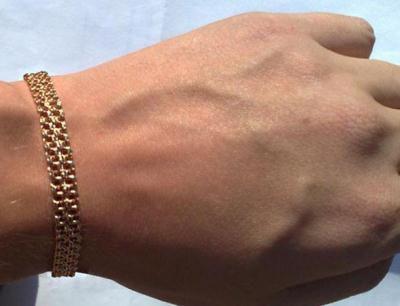 Запорожец пытался  вынести из «Украины» браслет у себя на руке