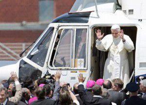 Папа отписался в твиттере и улетел. Бенедикт XVI ушел в отставку (ВИДЕО)
