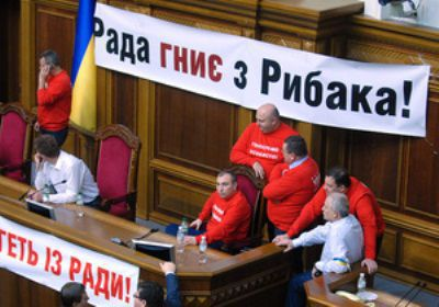 Оппозиция остается в Раде на ночь