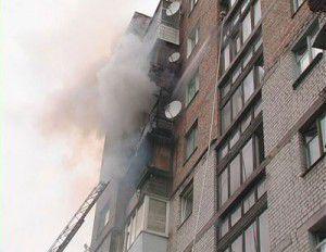 Электрик героически взобрался на балкон спасать людей из пустой квартиры