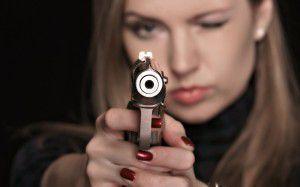 devushka-s-pistoletom_1920x1200