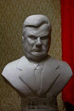 93513325_2_644x461_byust-skulptura-prezidenta-yanukovicha-gips-fotografii