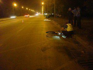 Долгое время никто не останавливался, чтобы  узнать, жив ли велосипедист