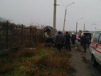 На Осипенковском «Жигули» врезались в забор: погибли двое