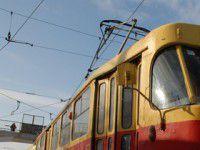 Работницы трамвайного парка привезли пенсионерке забытые деньги