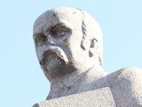 Тарасу Шевченко накануне юбилея отбили нос
