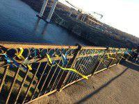 Запорожцы написали письмо Путину и украсили мост
