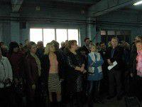 В Запорожье несколько сотен  работников «скорой» отстаивали главврача криками и аплодисментами