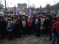 В Запорожье милиционеры воспитывают любителей российских флагов