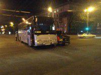 Возле «Украины» минивэн протаранил рейсовый автобус