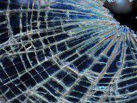 Запорожец разбил угнанный микроавтобус об столб
