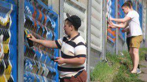 Запорожский ветеран ищет художников, чтобы украсить граффити подъезд