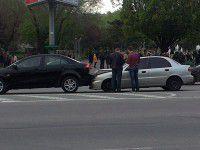 Водитель «Ланоса» засмотрелся на марш и врезался в зад иномарки