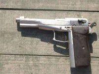 Бывший зек разгуливал по селу с самодельным оружием
