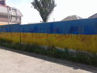 Фото дня: Запорожские вандалы  испортили длинную патриотичную стену