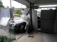 Фотофакт: пьяный запорожец врезался в ворота дома с украденными детьми