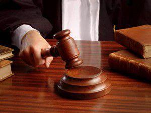 judge hand with gavel