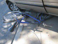 Велосипедист сломал руку об припаркованное авто