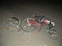 В Запорожье Geely снес двоих велосипедистов