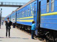 В Запорожской области на скорости из поезда выпала пьяная женщина
