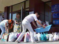 Запорожские казначеи собрали «паек» для беженцев (ФОТО)