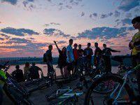 Фоторепортаж: запорожские спортсмены провели велоночь на Хортице
