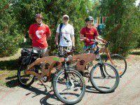Запорожский мастер изобрел деревянный велосипед (ФОТО)