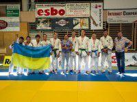 Жители Запорожья подняли флаг в европейском городе (ФОТО)