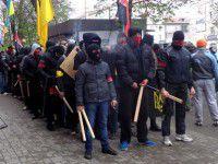 Правый сектор: правоохранители до сих пор носят подгузники Януковича