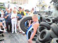Мелитопольский школьник установил на Майдане рекорд с покрышками