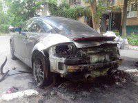 В запорожском дворе сгорела спортивная машина (ФОТО)