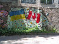 Граффити в Запорожье: полная балерина, флаги других стран и побег в СССР