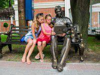 Запорожский памятник обзавелся модным iPad (ФОТО)