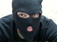 Налетчики в шортах и масках подстрелили продавца