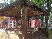 В центре Запорожья средь бела дня разгромили  палками  кафе (ФОТО)