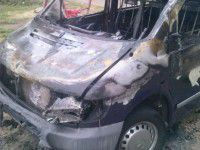 В запорожском дворе серьезно выгорел фургон (ФОТО)