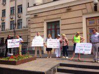 Фотофакт: Запорожцы пикетируют мэрию с требованием не повышать тарифы