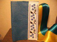 Запорожцы «одевают» паспорта в вышиванки (ФОТО)