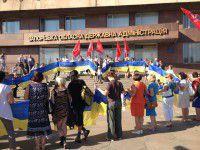 Под окнами ОГА появилось громадное патриотичное сердце (ФОТО)