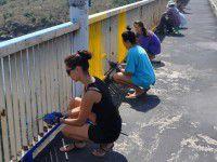 Желто-синее Запорожье: очередь дошла до Арочного моста