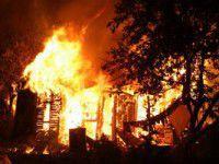 Обиженная женщина сожгла бывшему сарай во дворе дома