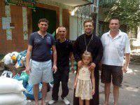 Священник отвез беженцам около тонны гуманитарной помощи