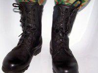 Запорожская фабрика теперь шьет ботинки для полевых условий