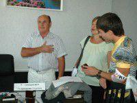 Директор  КП»Основание» открестился от картинки про «хунту» и запинаясь спел гимн (Фото)