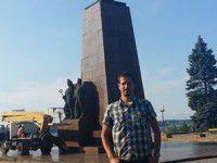 Запорожского Ленина украсили самообороновцы в жилетах коммунальщиков — подробности
