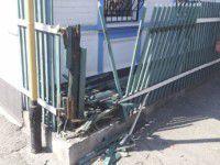 Военная машина снесла забор дома и едва не врезалась в газопровод