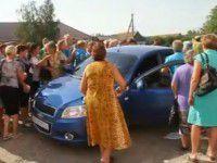 Участники пикета против мобилизации напали с кулаками на водителя (ВИДЕО)