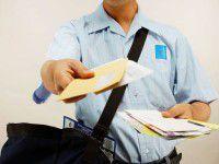Налетчик, угрожая пистолетом, отобрал у почтальона сумку с пенсиями