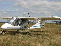 Запорожец разбился на самодельном самолете, зацепившись об дерево