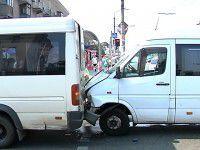 В аварии на Металлургов пострадали восемь пассажиров маршруток